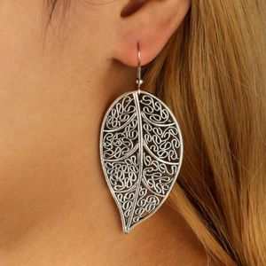 Jewelry - NEW boho lace leaf earrings